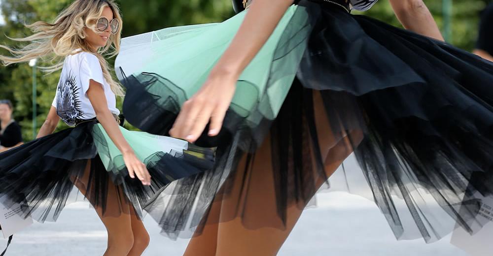 Erica Pelosini  in Upskirt Butt Flash